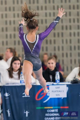 Jeanne au sol, saut antéro-postérieur